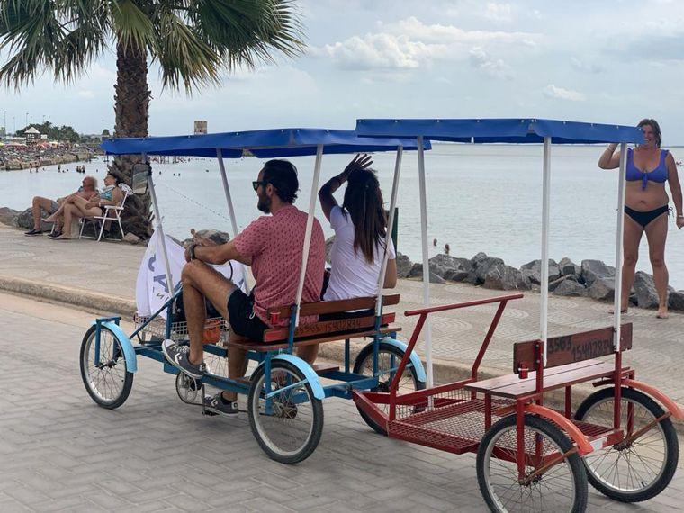 AUDIO: Un paseo único a pedal en la costanera de Miramar