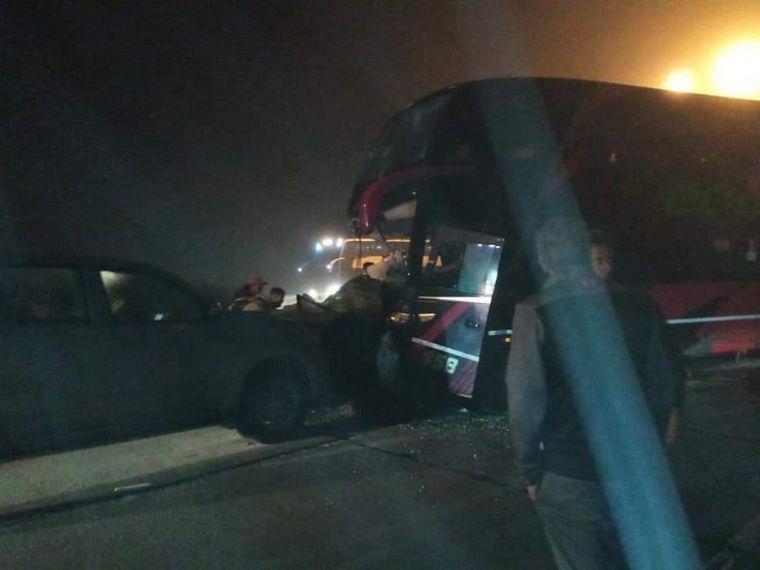 AUDIO: Chocó un colectivo en la autopista de San Luis: dos muertos