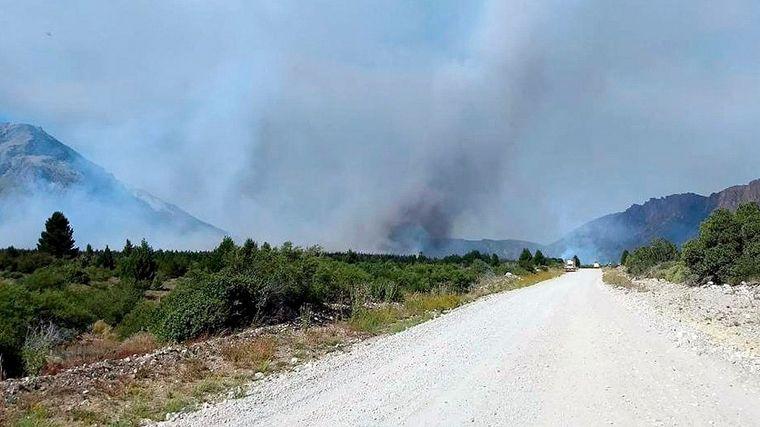"""FOTO: El incendio en El Bolsón está """"detenido con focos activos"""" (Foto ilustrativa)."""