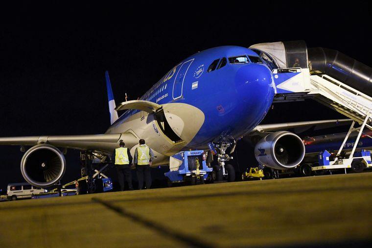 FOTO: El Airbus 330-200 llegará a la 1 de la madrugada de este lunes.