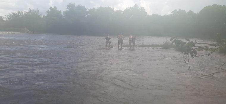 AUDIO: Rescataron a cinco personas por crecidas en ríos serranos