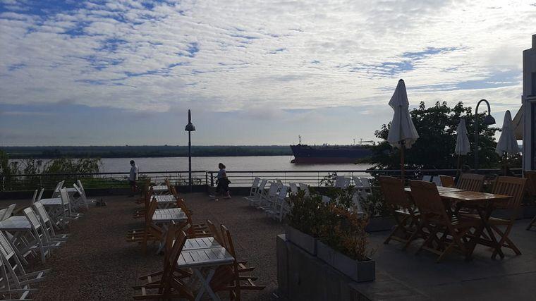 FOTO: Desayuno a la vera del Río Paraná en Rosario