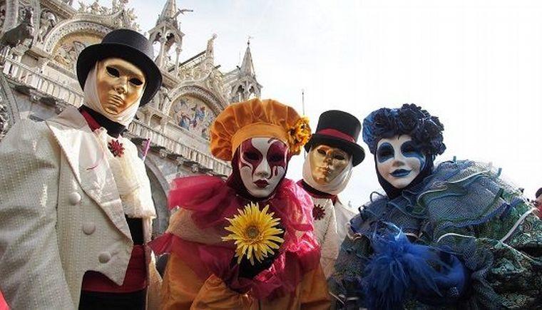 FOTO: Los carnavales barriales de Córdoba, donde se destaca la comparsa de San Vicente.