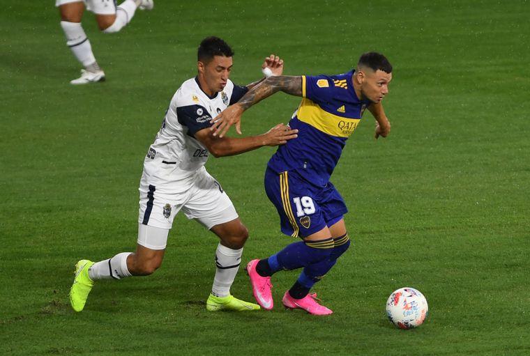 FOTO: Con un tiro libre de Cardona, Boca rescató un empate sobre el final.