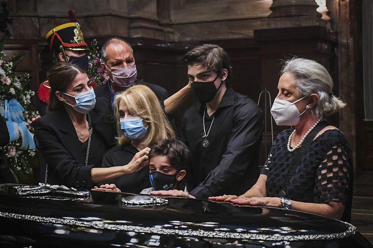 FOTO: Carlos Menem es velado en el Congreso.