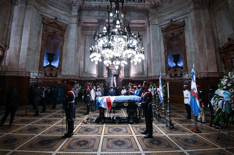 AUDIO: El cortejo con los restos de Menem parten al cementerio islámico