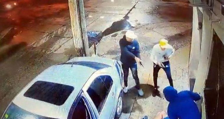 FOTO: Así fue el ataque piraña a un Policía de la Federal para robarle el auto