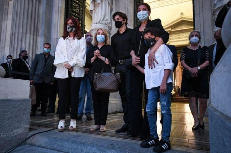 FOTO: El incómodo momento de Zulemita Menem y CFK.