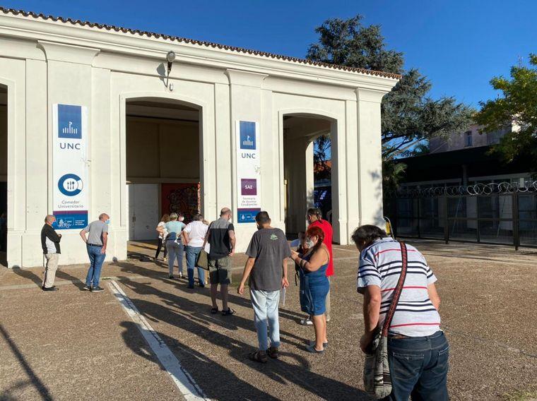 AUDIO: Comenzó la vacunación en el Comedor Universitario de Córdoba