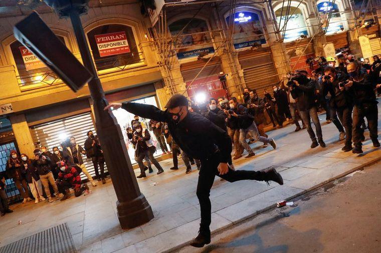 AUDIO: España: siguen las marchas en apoyo al rapero encarcelado (Foto: AFP)