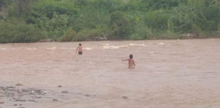 FOTO: Intensa búsqueda del niño de 3 años en Tucumán.
