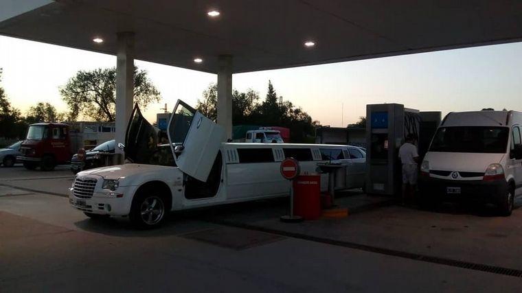 FOTO: Una limusina sorprendió a los vecinos de Las Varillas.