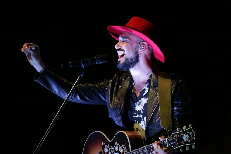 FOTO: Abel Pintos, en medio de un show único en la Plaza de la Música en Córdoba