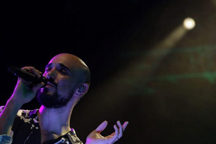 VIDEO: Abel Pintos, en medio de un show único en la Plaza de la Música en Córdoba