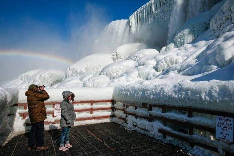 FOTO: Increíbles imágenes de las Cataratas del Niágara convertidas en hielo (Foto: AFP)