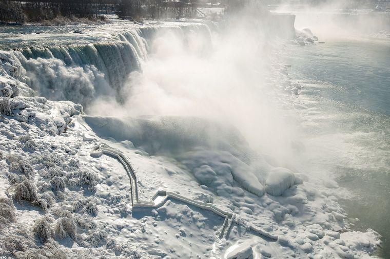FOTO: Impresionantes imágenes de las Cataratas del Niágara convertidas en hielo
