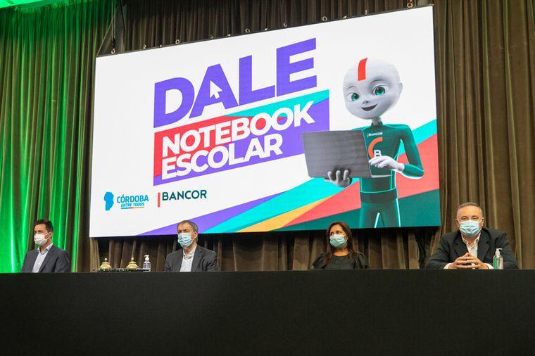 FOTO: Nueva línea de crédito para la compra de notebooks escolares.