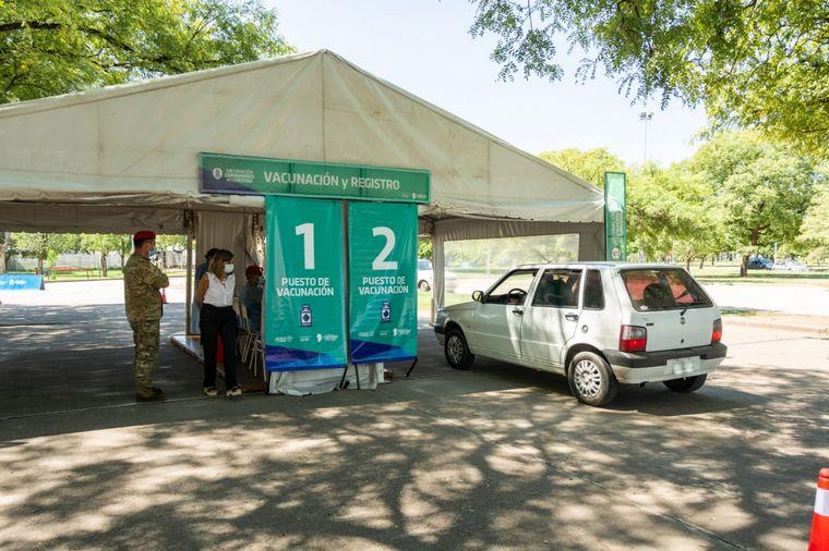 FOTO: Autovac: vacunación para personas con problemas de movilidad en Córdoba.