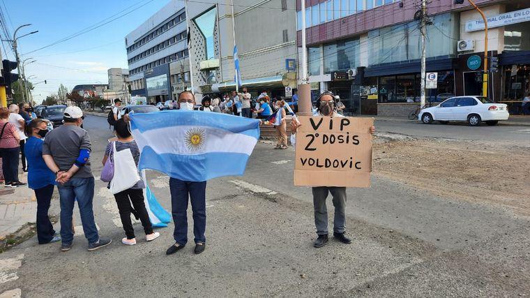 FOTO: Marcha en Rio Gallegos por vacunas VIP.