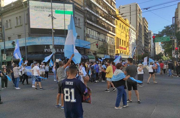 FOTO: Marcha en Mendoza por vacunas VIP