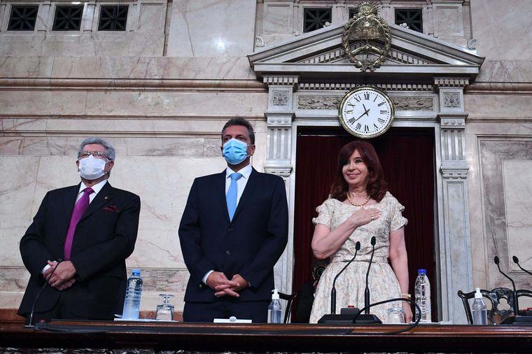 AUDIO: Sin barbijo: así llegó Cristina Kirchner al Congreso