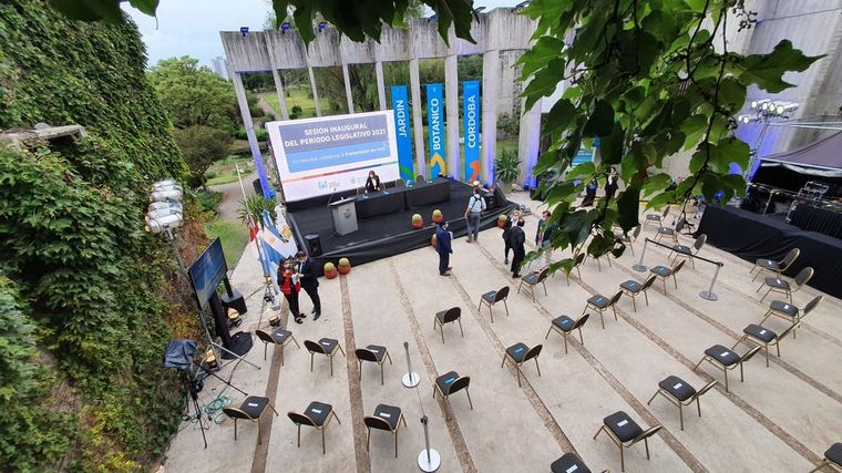 FOTO: Martín Llaryora inauguró las sesiones legislativas en el Jardín Botánico.