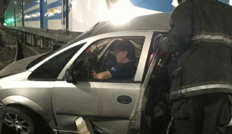 FOTO: Así quedó el auto tras ser arrastrado por la formación.
