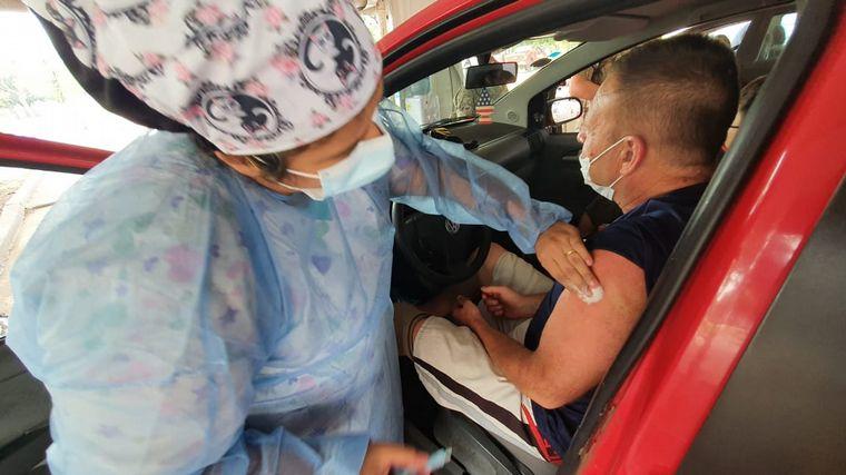 FOTO: Comienzan a vacunar a docentes menores de 60 años en Córdoba