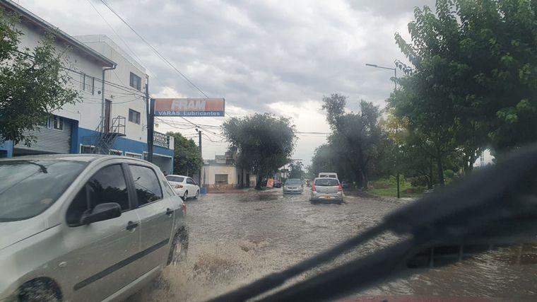 AUDIO: Lluvia torrencial, truenos y calles anegadas en Córdoba