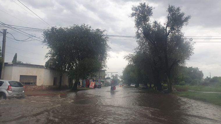 FOTO: Calles anegadas en Córdoba tras la intensa lluvia.