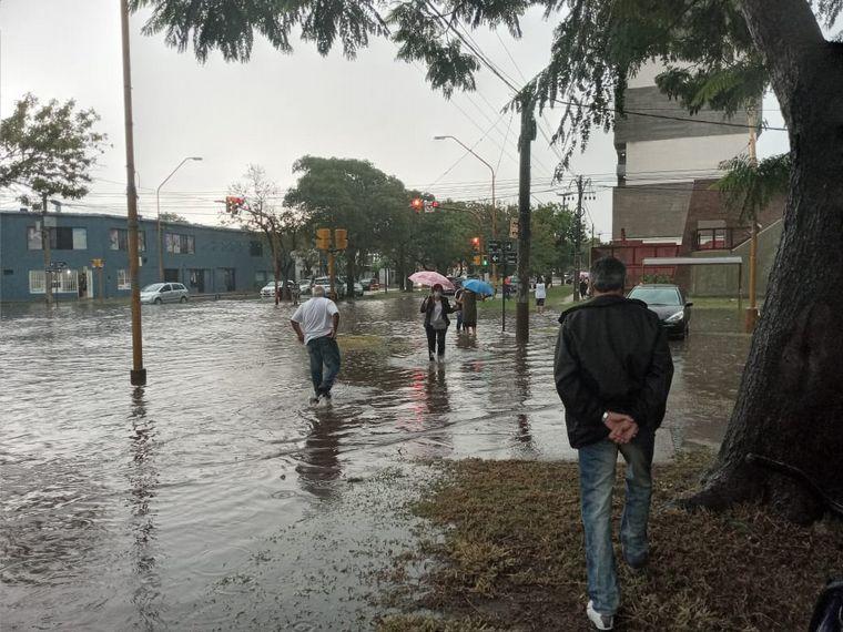 AUDIO: Fuertes lluvias anegaron el norte de la ciudad de Santa Fe