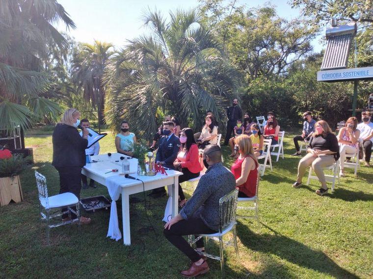 FOTO: Desde el 13 de marzo continúan los casamientos al aire libre