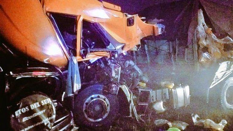 FOTO: Impactante choque múltiple entre dos camiones y cinco autos