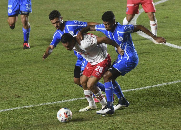 FOTO: Argentinos superó a Godoy Cruz y salió del fondo de la tabla