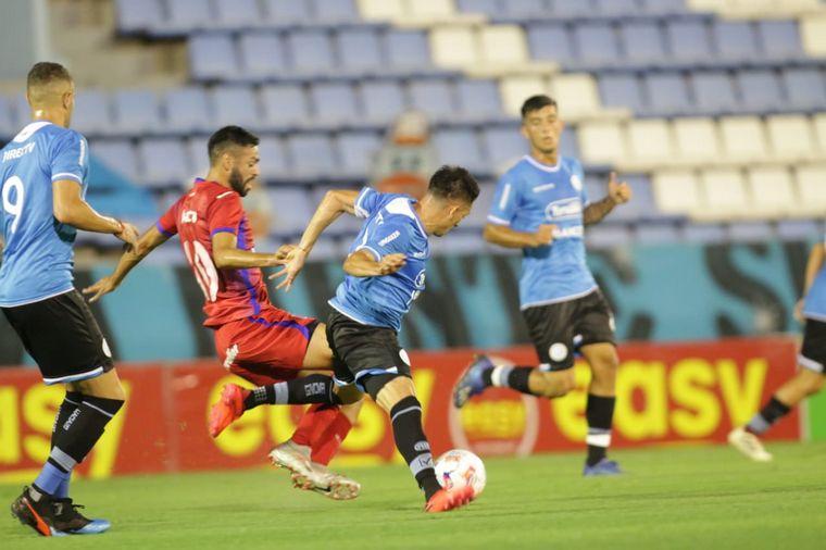 FOTO: Belgrano y Tigre empatan 1-1 en un partido vibrante