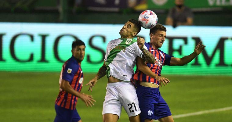 FOTO: San Lorenzo y Banfield aburrieron e igualaron sin goles
