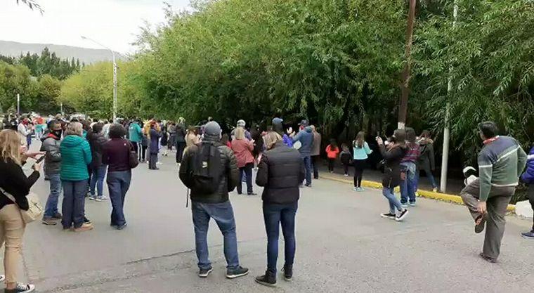 FOTO: Protestaron en la casa de Cristina Kirchner en Calafate