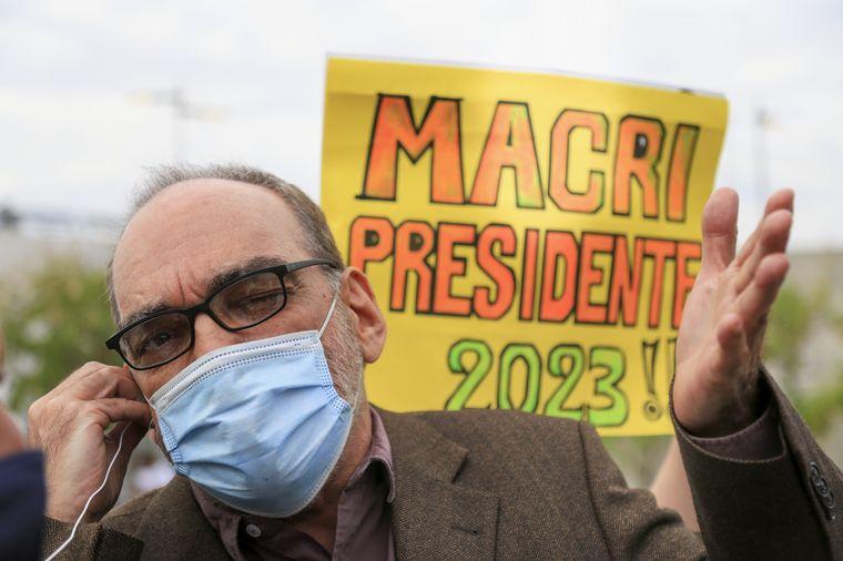FOTO: Los radicales Alfredo Cornejo y Mario Negri, en la presentación del libro de Macri.