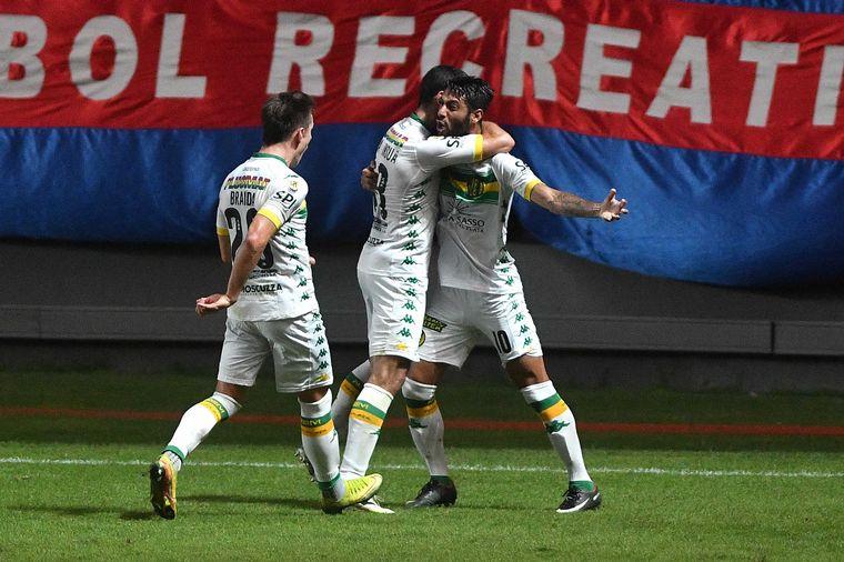 FOTO: Aldosivi le ganó a San Lorenzo 2 a 1