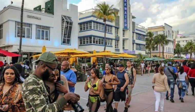 AUDIO: Toque de queda en Miami por descontrol por el