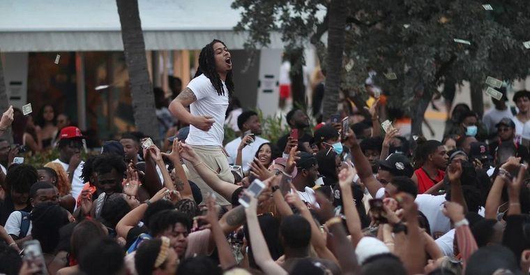 FOTO: La fiesta de la primavera atrae a miles de estudiantes a las playas de Miami