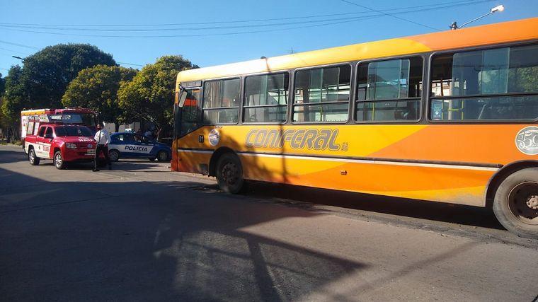 AUDIO: Chocaron un colectivo de Coniferal y un auto en Córdoba: cuatro heridos
