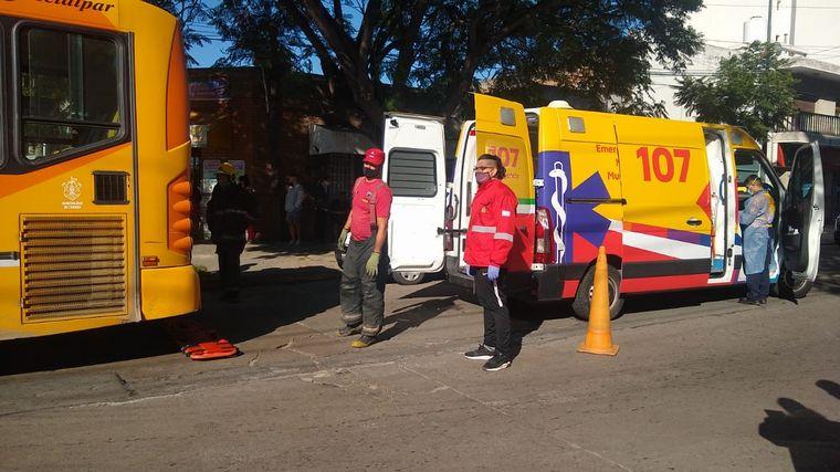FOTO: Chocaron un colectivo y un auto en avenida Pueyrredón de Córdoba.
