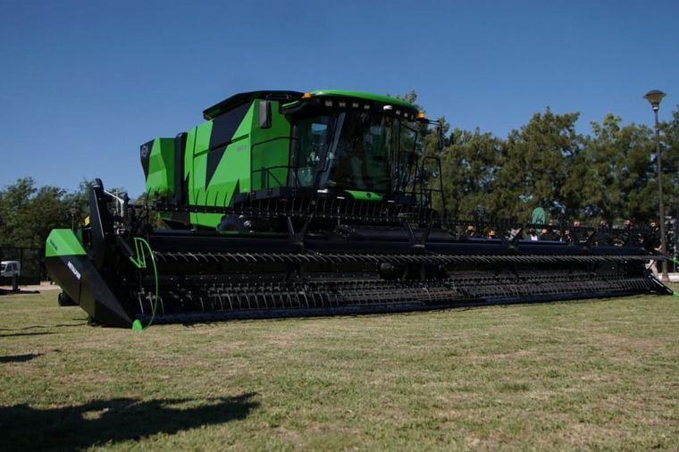 FOTO: El nuevo modelo Metalfor 2635 se presentó en Marcos Juárez.
