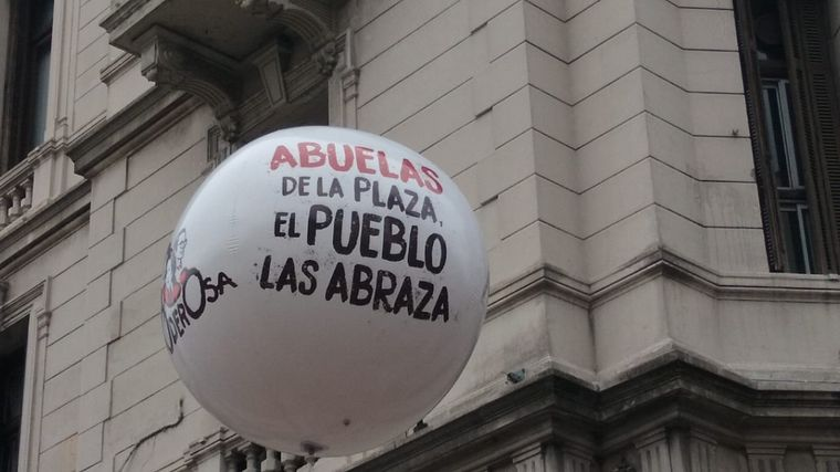 FOTO: Marcha por el 24 de marzo en Plaza de Mayo.