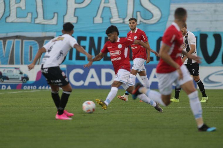 FOTO: Belgrano le ganó a Estudiantes de Caseros.