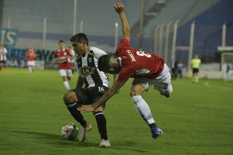FOTO: Con gol de Balboa, Belgrano le ganó a Estudiantes de Caseros.