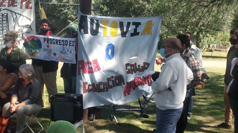 FOTO: Vecinos rechazan la instalación de líneas de alta tensión en Bialet Masse