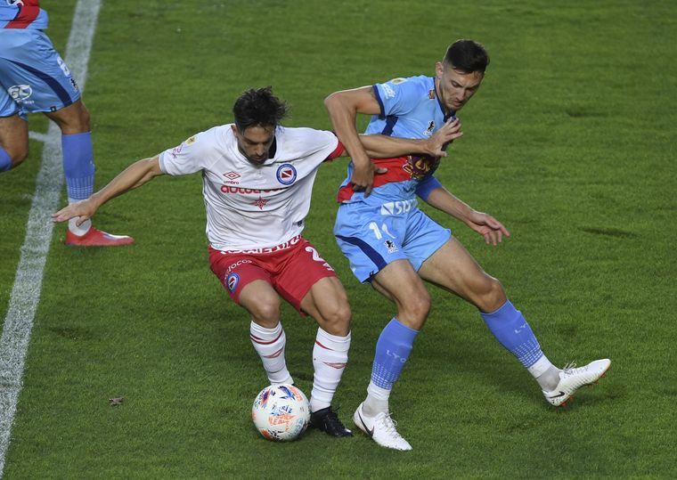 FOTO: Con nueve jugadores, Argentinos Juniors venció a Arsenal.
