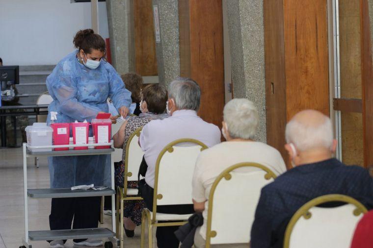 FOTO: Desde el martes vacunarán a mayores de 65 con comorbilidades